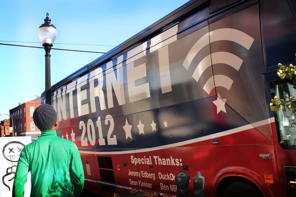 The internet bus arrives on Cherokee Street